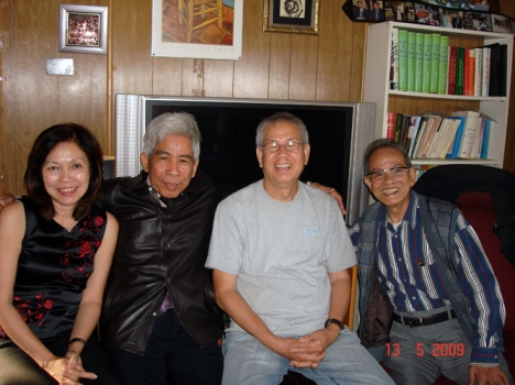 Vợ chồng Vũ Ánh và nhà văn Nhật Tién với Bùi Ngọc Tấn tại California